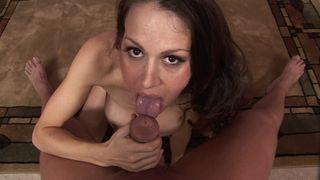 Belle cochonne aux seins XXL baisée en POV