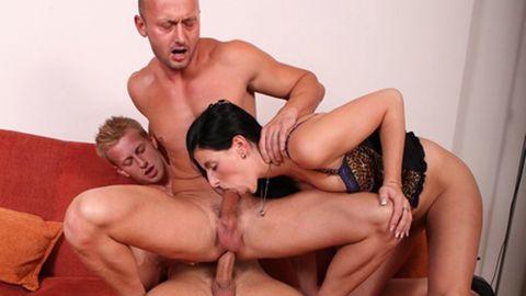 Extraordinary threesome: pleasures of bisexuality