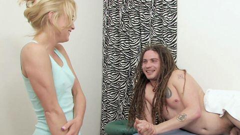 Un client pervertit sa jolie masseuse!
