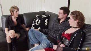Les tatoués s'enfilent sur le canapé
