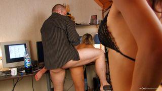 Casting porno dans le bureau du boss